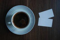 wizytówki i kawa